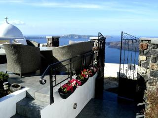 'Villa Dakoronia',Santorini,Perfect for Families and Groups of Friends - Fira vacation rentals
