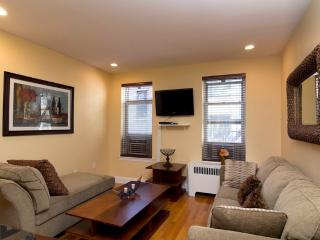 Sleeps 4! 1 Bed/1 Bath Apartment, Midtown East, Awesome! (8096), New York