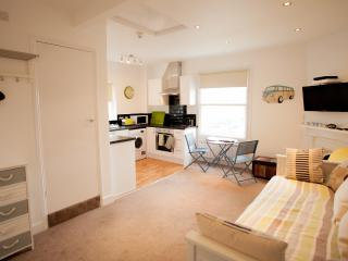 Beautiful Heene Terrace beach studio, Worthing