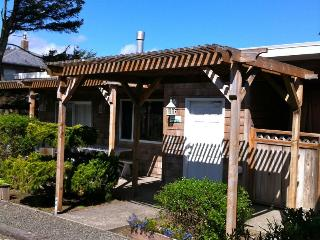 Cabana and studio with close beach access, spa suite!, Cannon Beach