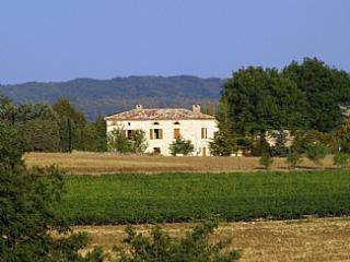 Lovely white stone country house in vineyard region of Southern France ~ Gatehouse, Montels