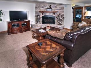 Luxury & Convenience W/Hot Tub Right On Gore Creek, Vail