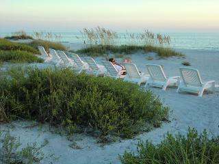 Beachfront Unit 4, Cozy Getaway for two, Longboat Key