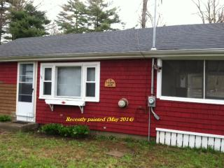 Lakeville, MA Cottage 2br, 1 bath, screened porch - Lakeville vacation rentals
