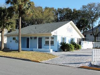 1102 Butler Avenue - Tybee Blue Crab Cottage - Hot Tub - Small Dog Friendly - FREE Wi-Fi, Tybee Island