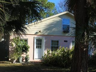 1312-A Miller Avenue - An Easy Walk or Bike Ride to the Ocean or Back River - FREE Wi-Fi, Tybee Island