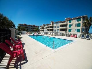 DeSoto Beach Club Condominiums - Unit 106 - Spectacular Views of the Atlantic Ocean - Swimming Pool, Isla de Tybee