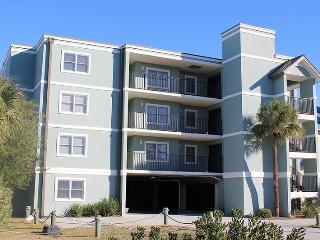 Fort Screven Villas - Unit 201 - Spectacular Views of the Atlantic Ocean - FREE Wi-Fi, Tybee Island