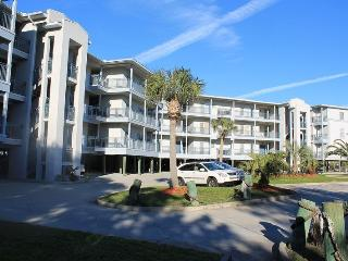 Savannah Beach & Racquet Club Condos - Unit C104 - Ocean Front - Swimming Pool - Tennis - FREE Wi-Fi, Tybee Island