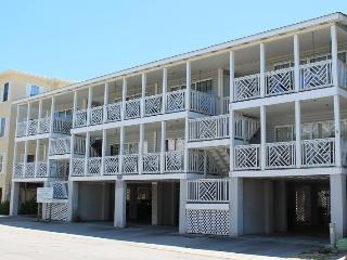 South Beach Ocean Condos - South - Unit 2 -Just Steps to the beach, Shops and Restaurants - Ocean View, Tybee Island