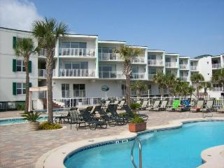 The Vue Condominiums - Unit 225 -Spectacular Views of the Atlantic Ocean - Swimming Pools - Restaurant - FREE Wi-Fi, Isla de Tybee