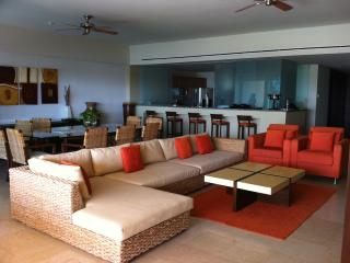 Luxury Front Beach Apartament in Acapulco