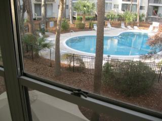 Hilton Head backyard pool,near beach & bike trail