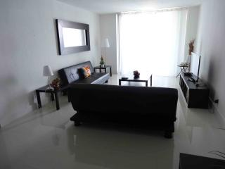Hollywood Beach Apartment w/2 BR!