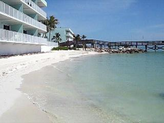 Tropical condo with spectacular ocean view, Key Colony Beach