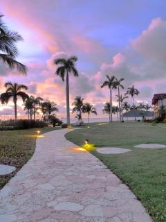 The villa is a 30-second walk from gorgeous Flamingo Beach!