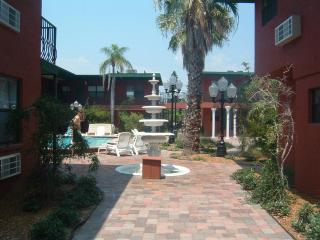 Condo on Quiet Beach Near Enterainment Areas, Redington Beach