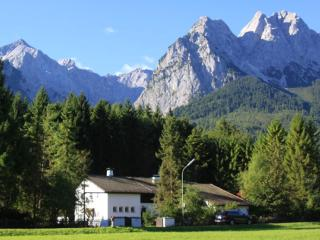 LLAG Luxury Vacation Apartment in Garmisch-Partenkirchen - 1023 sqft, peaceful, modern, quiet (# 4878)