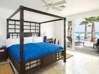 Enthrawling 3 Bedroom Beachfront Villa on Dawn Beach, Philipsburg