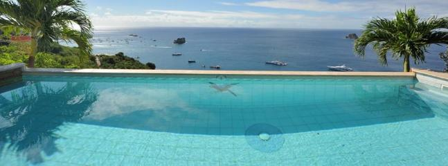 Lovely 3 Bedroom Villa with Ocean View in Colombier