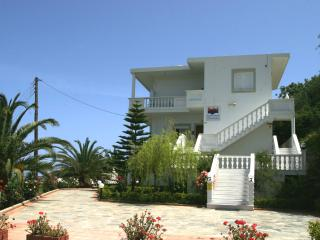 Studio for 4 Persons (max 6 persons), Chania