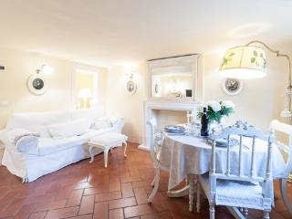 Ponte Vecchio Luxury Apartment - Florence vacation rentals