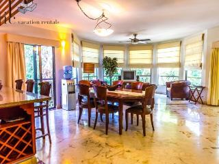 Beautiful Views and Huge Windows in this exquisite 2 bedroom Home, Playa del Carmen