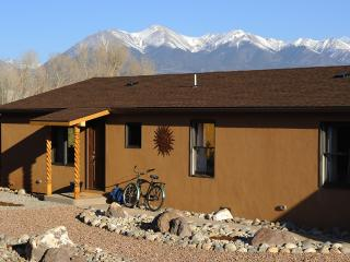 Angelview Fabulous Mt. Views from Town...Wildlife out the backyard!, Salida