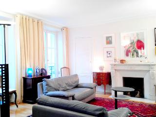 Absolute Paris Orsay apartment 120m2 6 sleeps