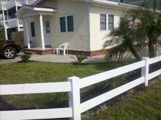 Cherry Grove Beach Bungalow #1- 100 Yards to Beach, Noord Myrtle Beach