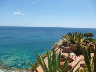 Villa Lia on the stunning cliff of Fontane Bianche, Siracusa