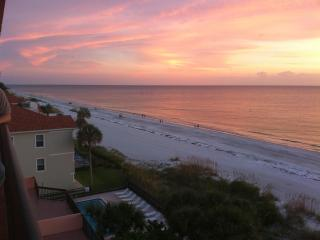 New Listing! Updated Florida Beach Front Condo!, Indian Shores