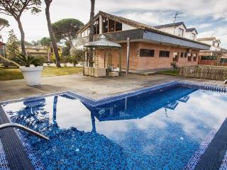 Massive mansion in Vidreres for 18 people, only 10km to the beaches of Costa Brava