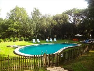 Charming and private five-bedroom villa in Santa Cristina d'Aro, just 5km to the beach
