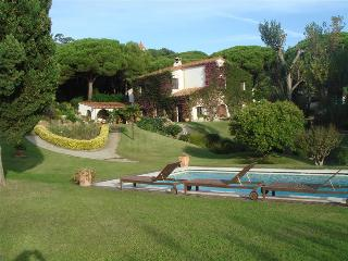 Countryside villa for up to 14 guests, just 1.5km from the beach, Argentona
