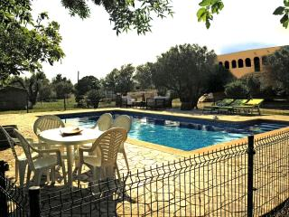 Stunning Peralada Mansion for 14 guests, only 8km from Costa Brava beaches, Fortià