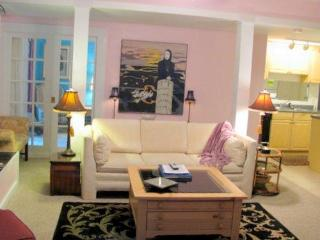 Abbeys Executive Suite * Beautiful and Affordable, Charlevoix