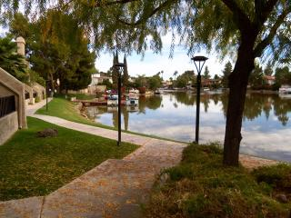 Lake view 3 bedroom condo near the airport, ASU, g, Tempe
