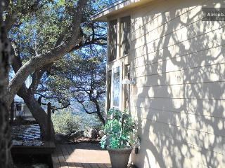 Private Hill Country House w/ Screen Porch & Views, Pipe Creek