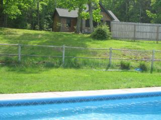 Woodstock gorgeous cottage & pool. on 10  acres