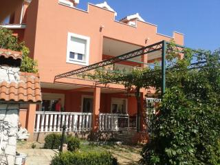 Apartment for 10 people with parking and garden - Kastel Sucurac vacation rentals