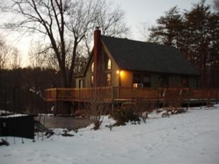 Peaceful, Kid/Pet-Friendly,Luxury Chalet with Wifi, Berkeley Springs