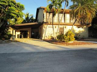 30 night minimum stay requirement.  Waterfront Escape - 3 Bedroom House on Ca, Key West