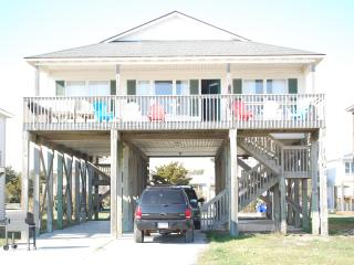 Beach House steps to sandy toes!, Oak Island