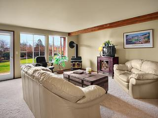 Sand Dollar - 2 bed/1 bath Condo in Friday Harbor! - San Juan Islands vacation rentals
