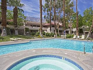 Palm Springs Villas Poolside Condo