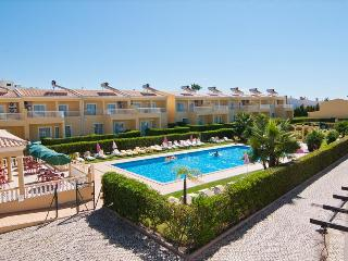 1 BEDROOM APARTMENT FOR 2 IN A CONDO WITH POOL IN PERA REF. VBRR 134931, Alcantarilha