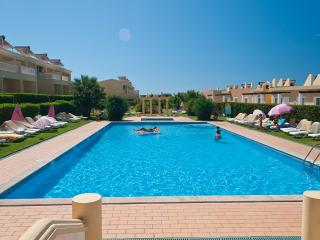 2 BEDROOM APARTMENT FOR 4 IN A CONDO WITH POOL AND TENNIS COURT IN PERA REF. 134933, Alcantarilha