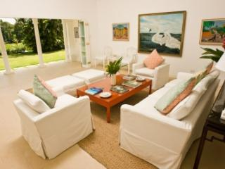 4 Bedroom Villa with Private Pool in Round Hill, Hopewell