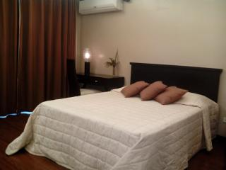 F1 Hotel Luxury Suite fully furnished  w/ wifi, Taguig City